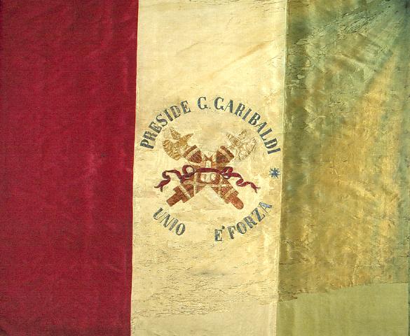 Tricolore dopo i lavori di restauro - dall'archivio RT Restauro Tessile