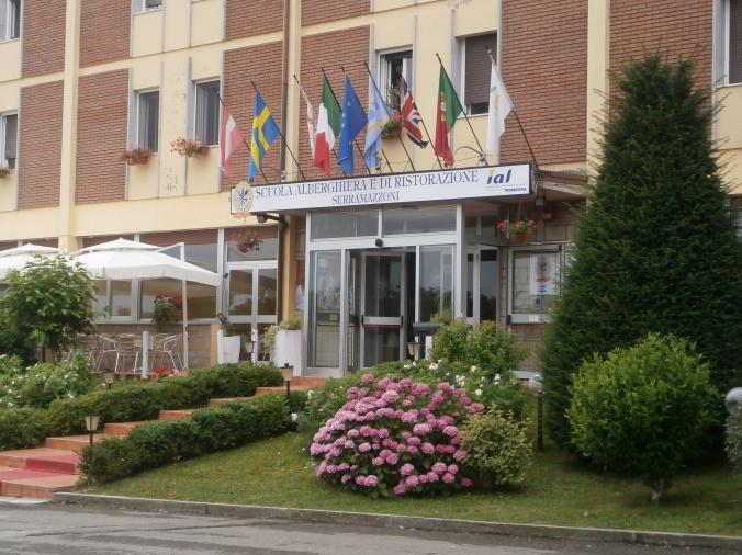 L'ingresso della Scuola Alberghiera di Serramazzoni