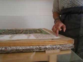 Strati di materiale nel mosaico in opera - lavoro di Greta Guberti