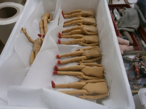 Corpi in terracotta di Pinocchio - Mangiafuoco officina d'arte e artigianato - Ravenna