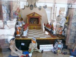 Vetrina del negozio Mangiafuoco in via Argentario a Ravenna