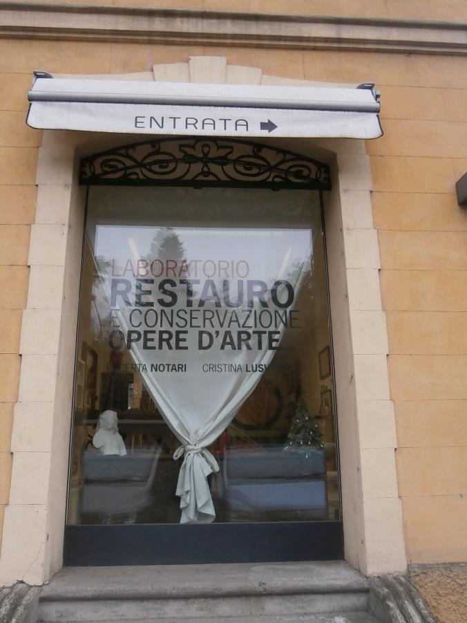 Vetrina del Laboratorio di Restauro e conservazione Opere d'Arte di R- Notari e C. Lusvardi
