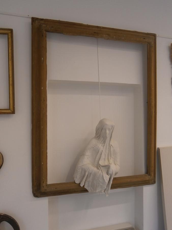 particolare del laboratorio di Roberta Notari - restauratrice di sculture presso Laboratorio di Restauro e Conservazione Opere d'Arte Reggio Emilia