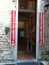 Entrando nel Castello dei Burattini a Parma