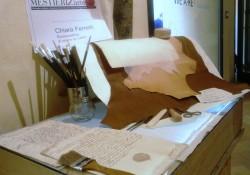 Attrezzi del lavoro per restauro opere in carta