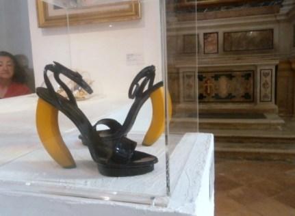 Sergio Zambon, sandali tacco a banana 2010 - Mostra Il gusto della Contaminazione - MO - 28 maggio- 19 luglio 2015