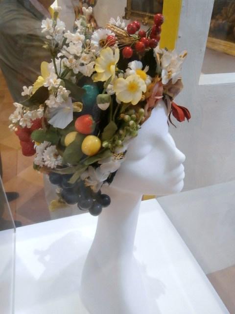 dalla mostra Il Gusto della Contaminazione - Modena 28 maggio-19 luglio 2015- Cappello Fiori e Frutta