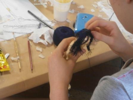 Fase di lavorazione sui pupazzi - Corso di Stop Motion - Summer School -Ars in Fabula - Macerata - Luglio 2015